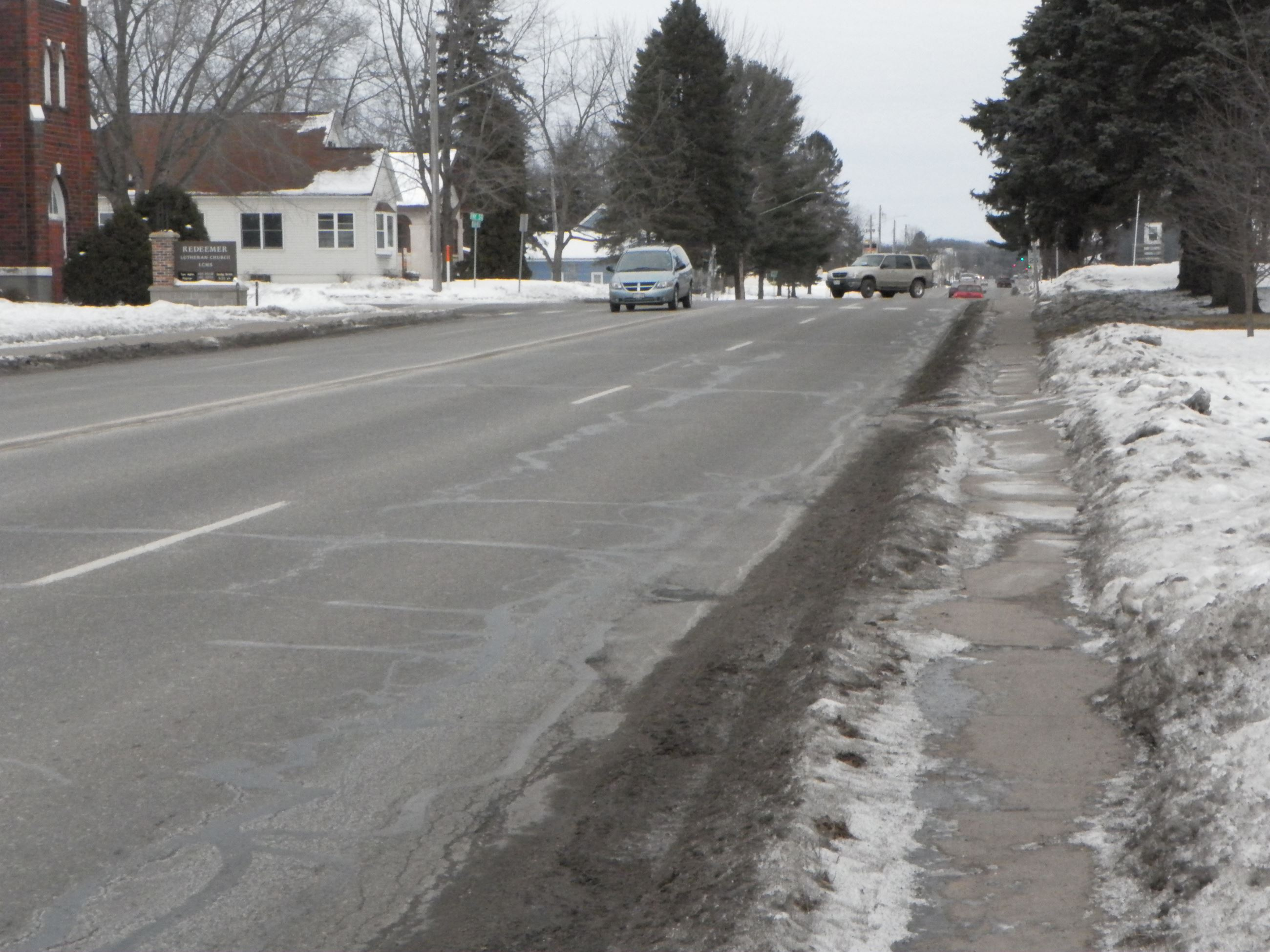 South Hwy 46, sidewalks lack buffer